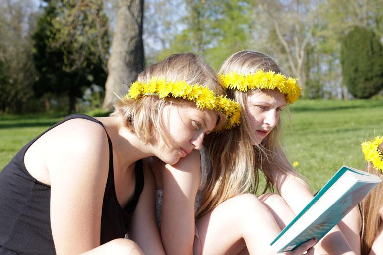 læsning i parken